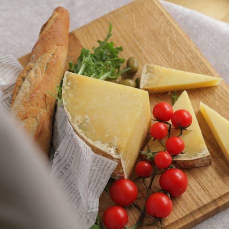 Kod Francuza, sirevi kod Francuza, francuski sir, french cheese, cheese, kantal