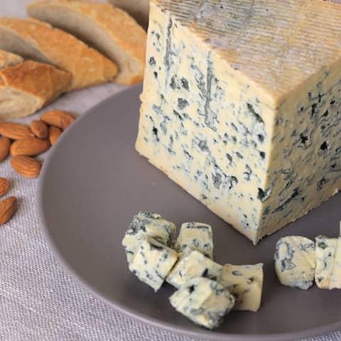 Kod Francuza, sirevi kod Francuza, francuski sir, french cheese, cheese, plavi sir, blue cremeux