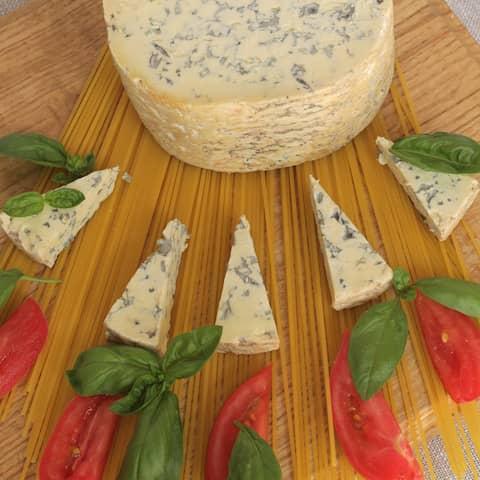 Kod Francuza, sirevi kod Francuza, francuski sir, french cheese, cheese, plavi sir, fourme d ambert